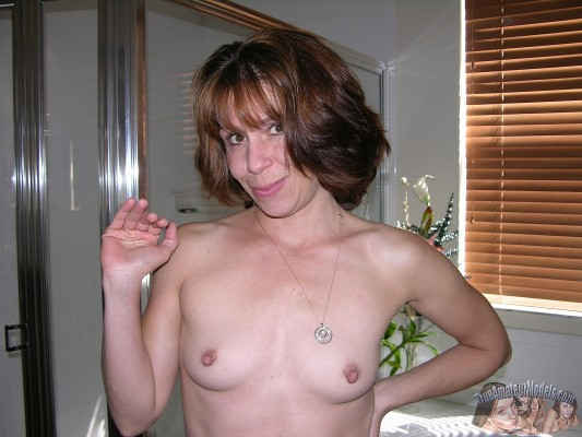 Amateur brunette MILF Sage takes off her clothes to give us some pussy views