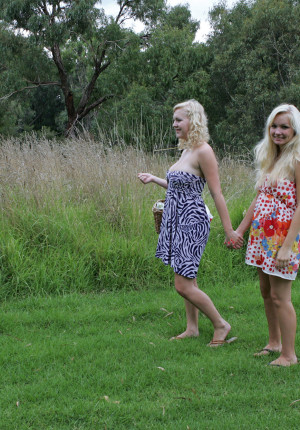 Blonde lovers Shanty & Shannon have a lesbian picnic