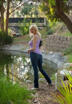 wpid-big-natural-breasts-blonde1.jpg