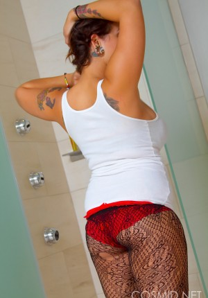 wpid-big-tits-in-the-shower3.jpg