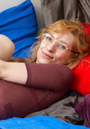 Amateur redhead wearing glasses Hania sticks her toys in her hairy cunny