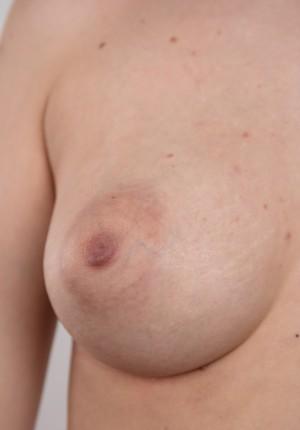 wpid-czech-amateur-klara-reveals-great-tits-and-a-sensual-nude-body11.jpg