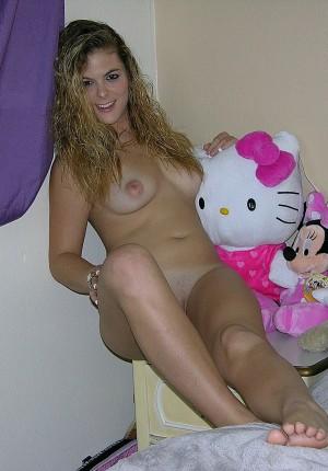 naked-teen-in-bedroom