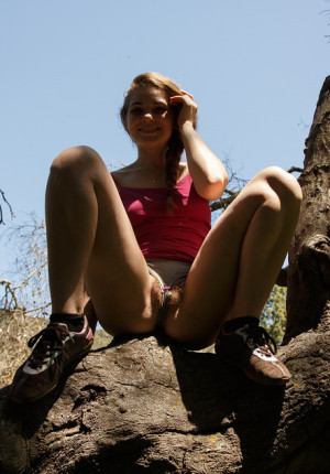 wpid-cute-freckle-faced-brunette-misty-lovelace-goes-on-a-hike-and-takes-out-her-tits7.jpg