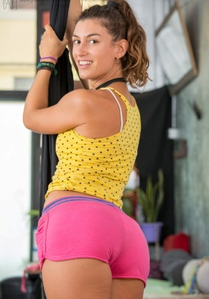 Very cute and fit amateur babe Paulina does some sexy pilates and then masturbates in the gym