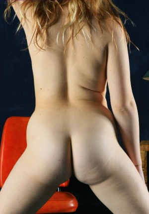 wpid-busty-big-butt-blonde-ann-marie-drops-her-panties-to-let-us-see-her-shaved-cunny12.jpg
