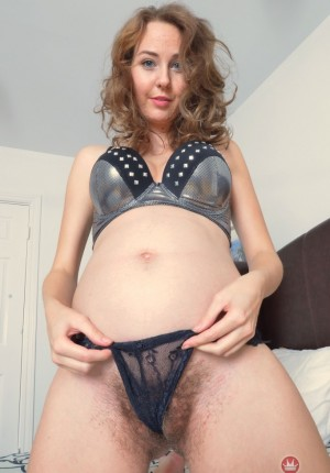 wpid-aali-spreads-her-horny-pregnant-pussy4.jpg