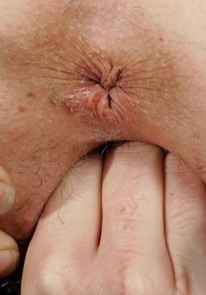 wpid-australian-amateur-girl-daniella-strips-outside-and-frolics3.jpg