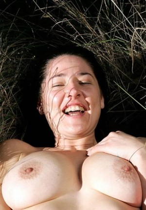 wpid-australian-amateur-girl-daniella-strips-outside-and-frolics8.jpg