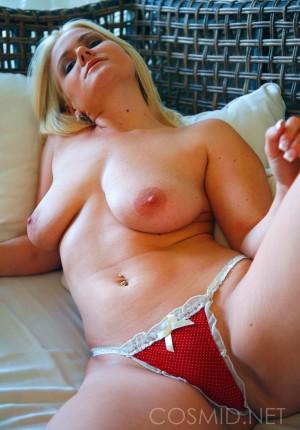 wpid-blonde-girl-next-door-katie-showing-her-nice-floppy-tits14.jpg