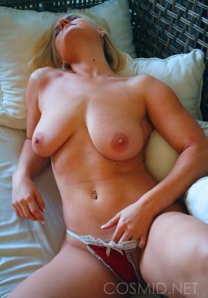 wpid-blonde-girl-next-door-katie-showing-her-nice-floppy-tits16.jpg