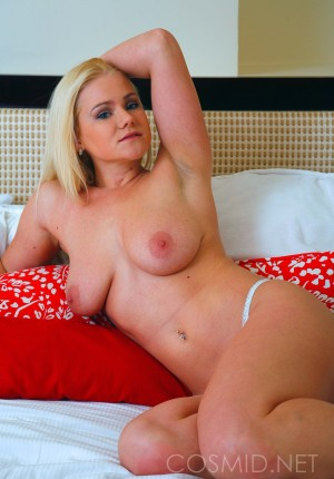 wpid-blonde-girl-next-door-katie-showing-her-nice-floppy-tits6.jpg
