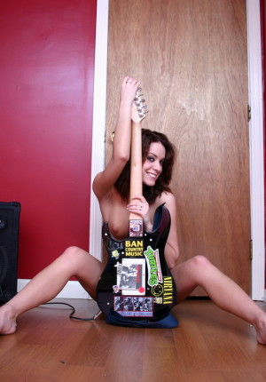wpid-perky-rock-chick-serena-shows-off-her-perfect-tits-as-she-gets-fully-naked-with-her-guitar9.jpg