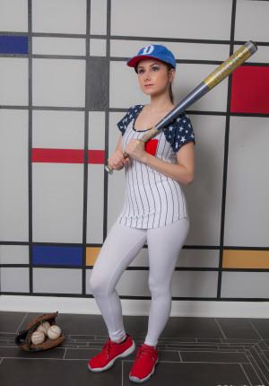 wpid-scarlett-jo-baseball2.jpg