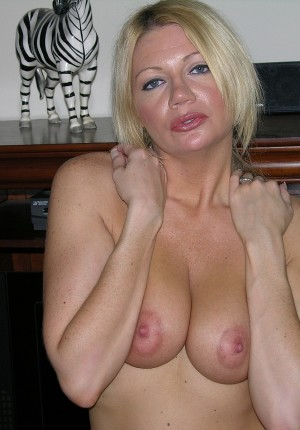wpid-slutty-blonde-milf-jenni-takes-off-her-top-and-gives-us-a-big-tits-show8.jpg