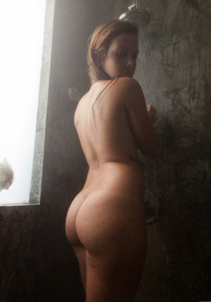 wpid-ccurvy-big-breasted-keisha-grey-teases-and-shows-just-a-little4.jpg