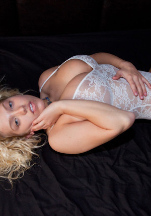 Curvy blonde Emily Thorne teasing in her lace bodysuit