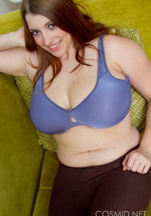 wpid-hefty-hottie-jaime-takes-off-her-work-clothes-to-go-topless11.jpg