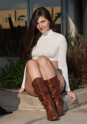 wpid-stunning-newcomer-irene-quinn-looks-fetching-in-her-boots-and-skirt7.jpg