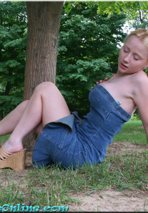 wpid-blonde-teen-pattycake-outdoor-panty-upskirt-pics15.jpg