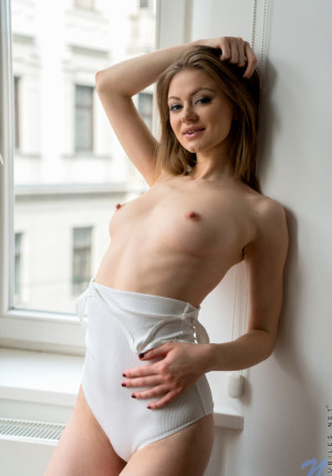wpid-slim-sexy-merry-pie-loves-to-be-watched-while-she-masturbates5.jpg