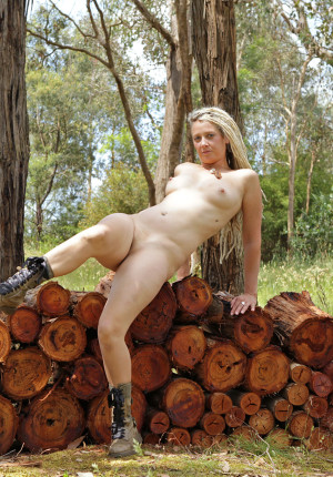 wpid-natural-curvy-blonde-with-dreadlocks-named-sunday-relaxing-in-the-woods12.jpg