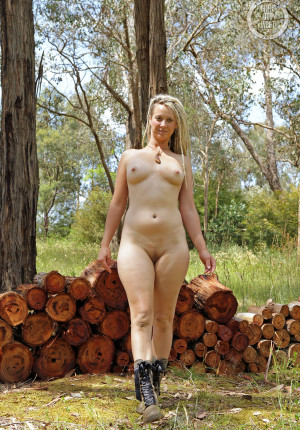wpid-natural-curvy-blonde-with-dreadlocks-named-sunday-relaxing-in-the-woods13.jpg