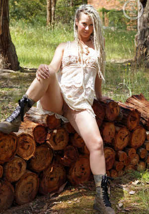 wpid-natural-curvy-blonde-with-dreadlocks-named-sunday-relaxing-in-the-woods2.jpg