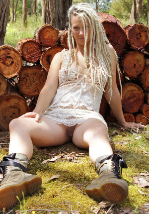 wpid-natural-curvy-blonde-with-dreadlocks-named-sunday-relaxing-in-the-woods3.jpg