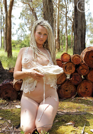 wpid-natural-curvy-blonde-with-dreadlocks-named-sunday-relaxing-in-the-woods7.jpg