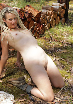 wpid-natural-curvy-blonde-with-dreadlocks-named-sunday-relaxing-in-the-woods8.jpg