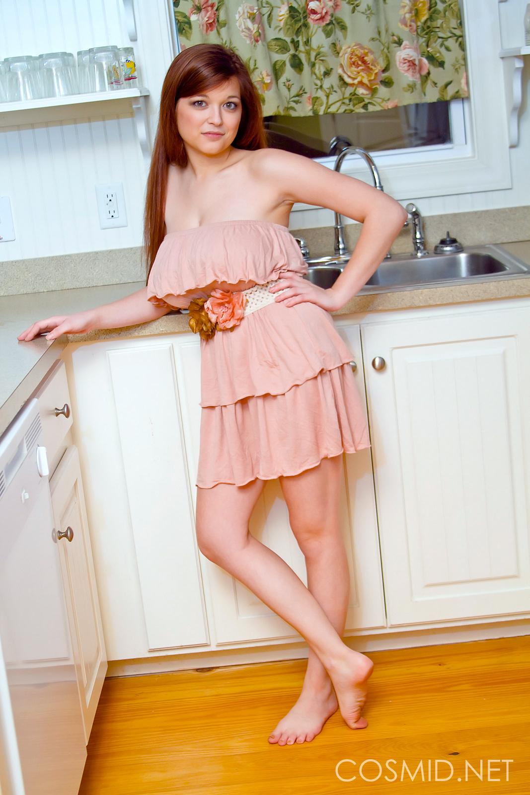 Рыжая худенькая голая девушка с большой грудью 26 фотография