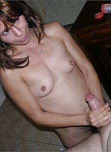 Amateur Milf Babe Gives Dude Wet And Sticky Handjob