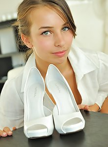 Shaved teen FTV Girl Sofia shoves her high heel into her pussy