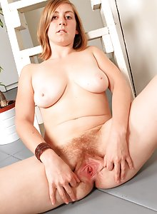 Pale natural Jessica camel toes her bush