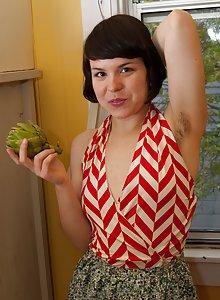 Juliette March gets kinky in the kitchen