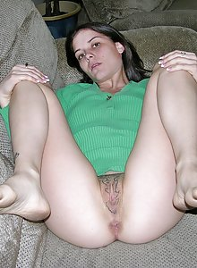 Amateur Teenager Modeling Nude And Spreading Tattooed Pussy Apart