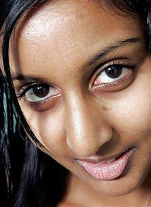 Amateur Sri Lanken girl stripping