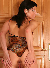 Sexy brunette MILF squats and spread in this one
