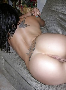 Tattooed amateur Melina disrobes and poses nude