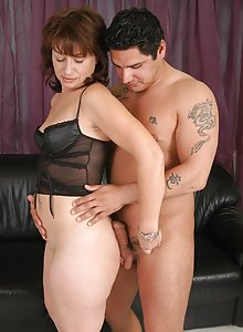 Hot mature chick getting her back door hammered by the handyman
