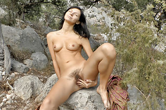 Hiking makes hairy babe Efina cum hard outside