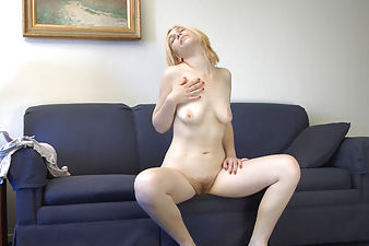 Blonde beauty Esmeralda cures her boredome
