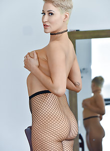 Short haired MILF Ryan spreads wide and masturbates in fishnet stockings