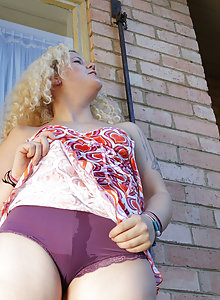 English lass Sammy loves the sunshine and fresh air. She gets excited easily. Starting off gulping down the water, its spills out her mouth, down her breasts all the way to her purple panties. She's soaked and ready to touch herself.