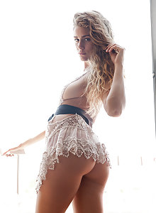 Serina Cardoni has a perfect body