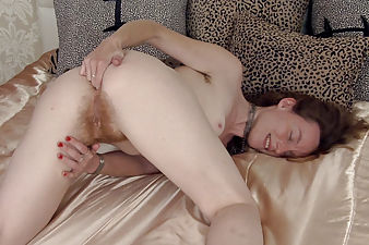 Ana Molly masturbates on her bed and gets off