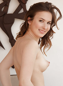 Creamy cutie Anata showing off her thick bottom and beautiful cooze