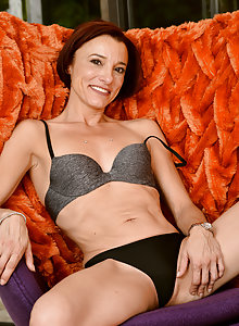 Skinny and fit mom Stella Banks Slim shows her flexibility