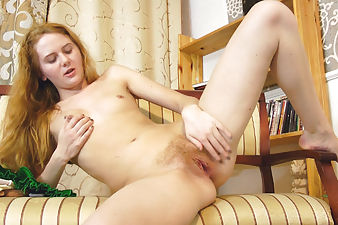 Nicole rubs her hairy pussy after sexting